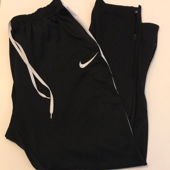 651269441e96 Nike Men s Dri-FIT Academy Soccer Pants. M 5beddc9f45c8b3121d0621a4